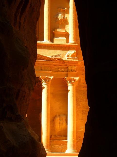 Khazne firaun al siq treasury, religion.