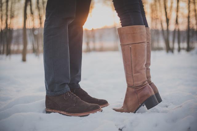 Kissing couple man feet, people.