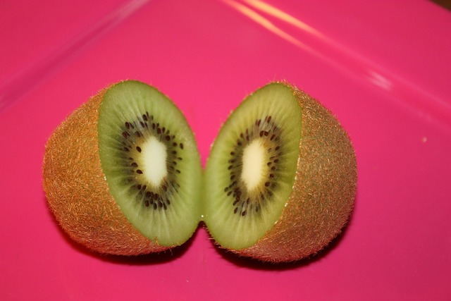 Kiwi cut sliced, food drink.