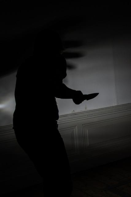 Knife murder fear, emotions.
