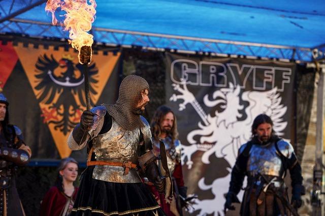 Knight fight fire.