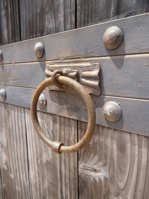 Knocker knock gate.