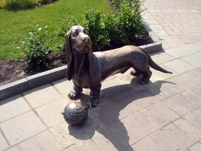 Kostroma dog sculpture, animals.