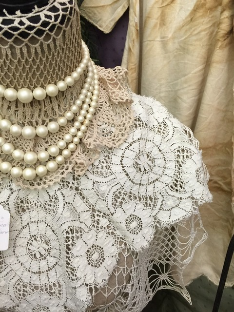Lace white antique.