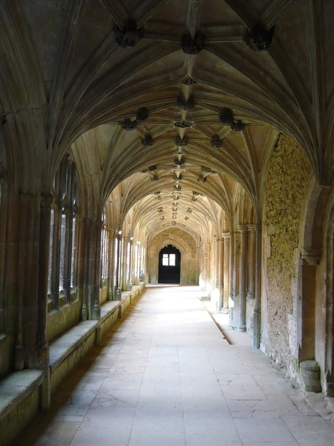 Lacock abbey hallway harry potter.