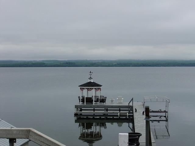 Lake relaxation idyll.
