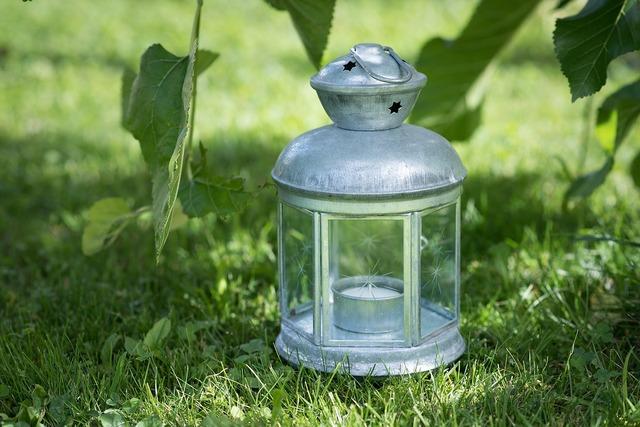 Lantern lamp metal lamp.
