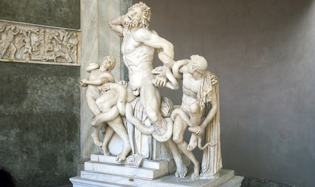 Laocoon statue greek.