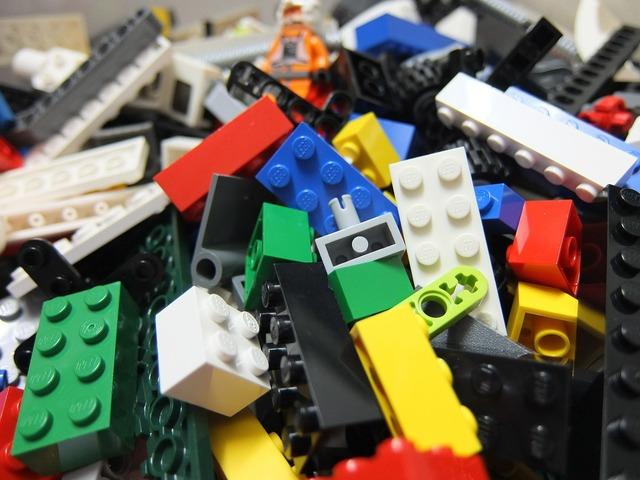 Lego bricks toy, people.