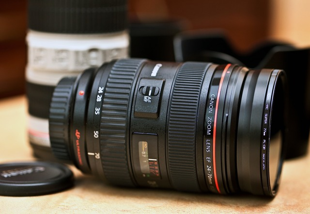 Lens canon lens zoom lens.
