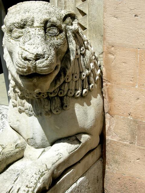 Leo stone sculpture.