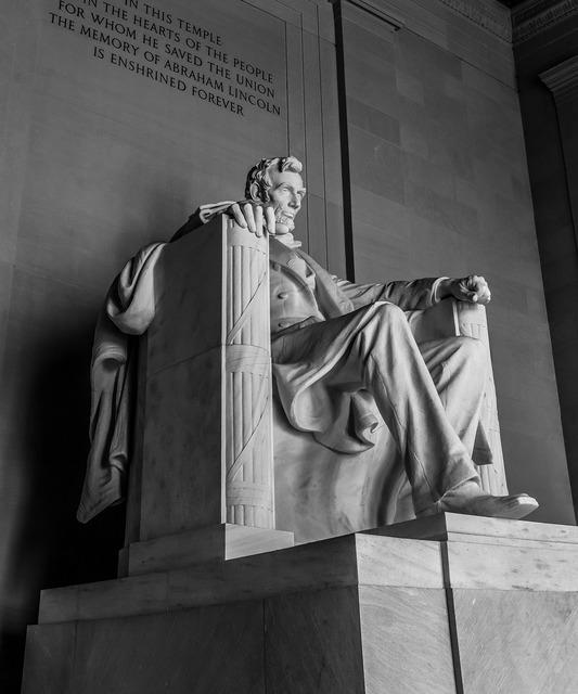 Lincoln monument statue, architecture buildings.