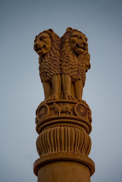 Lions statue column, architecture buildings.