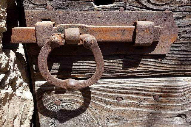 Lock and key blocked closed.