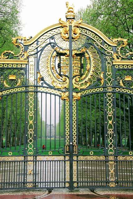 London buckingham palace detail, places monuments.