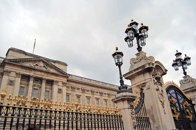 London queen tradition, architecture buildings.