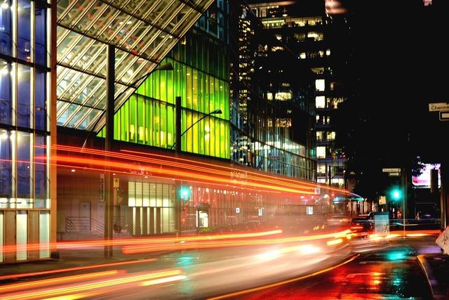 Long exposure congress montréal, transportation traffic.