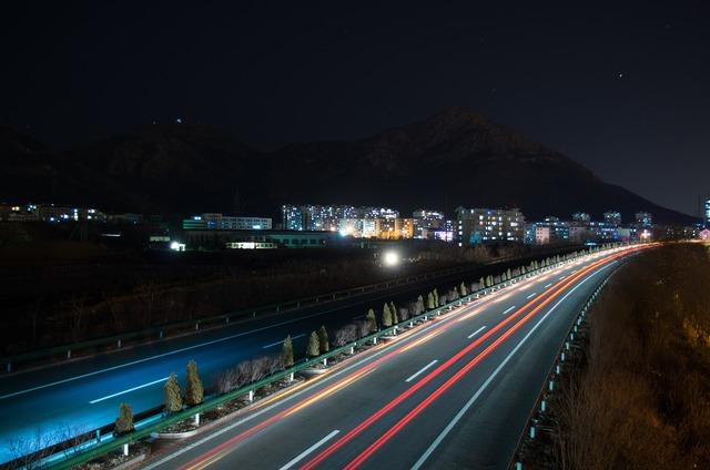Long exposure traffic streamer, transportation traffic.