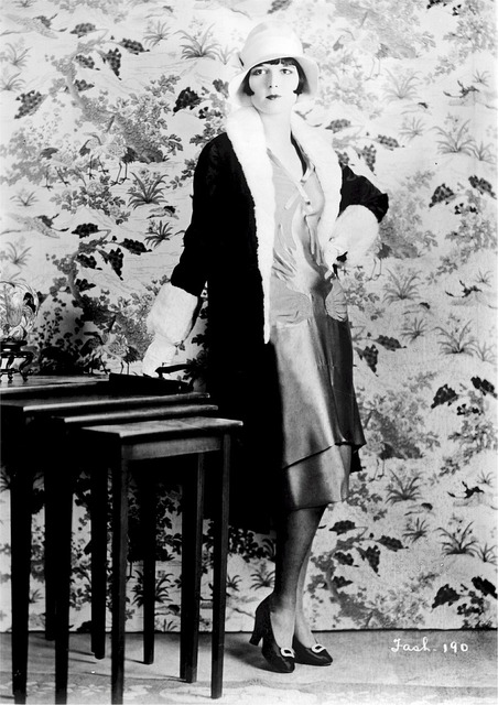Louise brooks american female, beauty fashion.