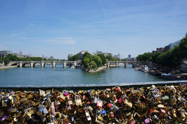Love locks castle france, emotions.