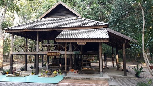 Luang poo to stable for priests sakon nakhon, religion.