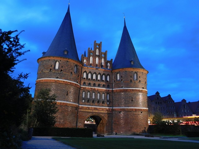 Lübeck holsten gate historically, places monuments.