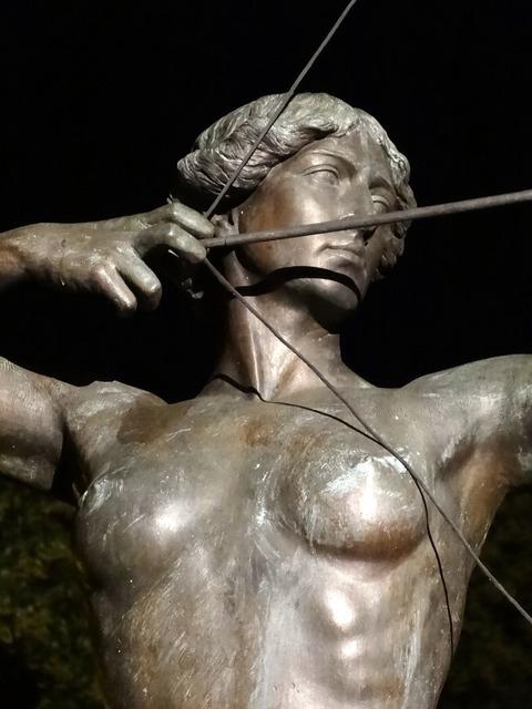 Luczniczka bydgoszcz statue.