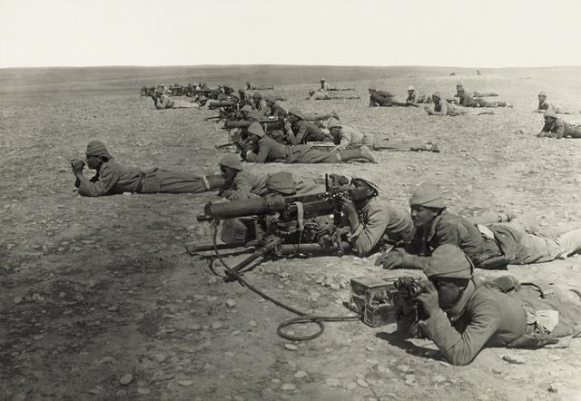 Machine gun soldiers front.