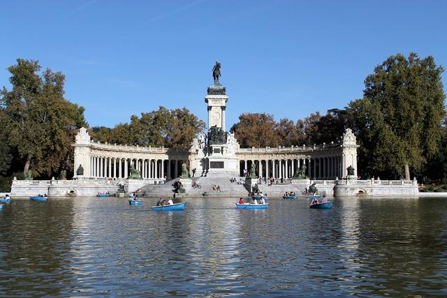 Madrid spain lake.