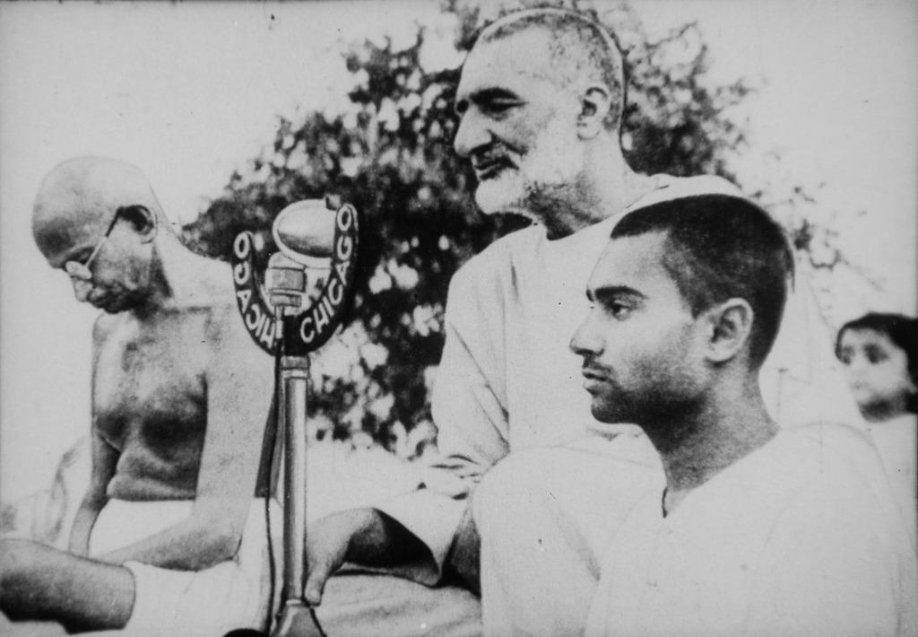 Mahatma gandhi mohandas karamchand gandhi abdul ghaffar khan.