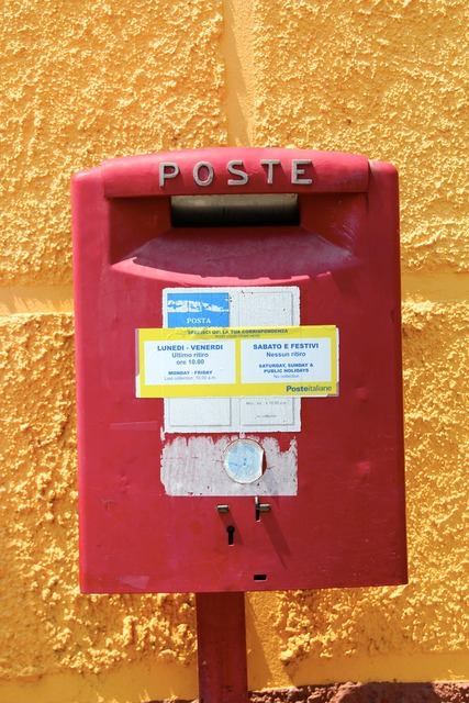 Mailbox italy red.