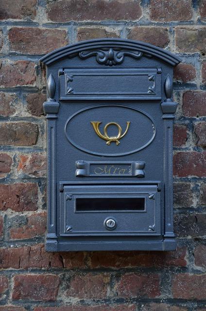 Mailbox post post horn.