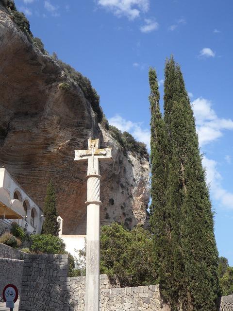 Mallorca cross make a pilgrimage, religion.
