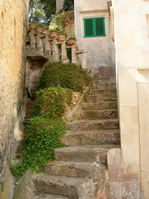 Mallorca stairs old.