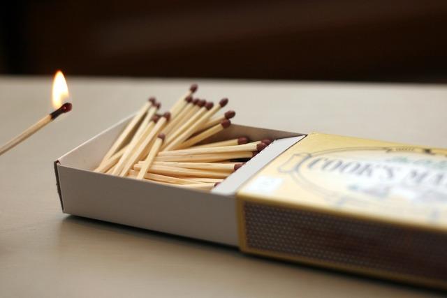 Matches matchstick flame.