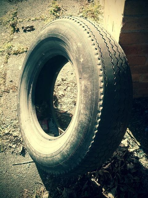 Mature auto tires mature age.