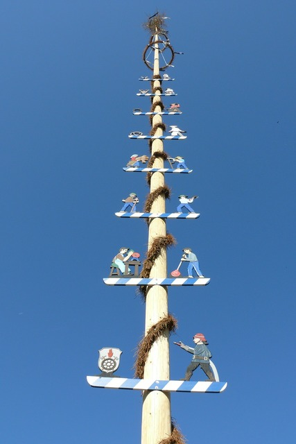 Maypole tradition bavaria.