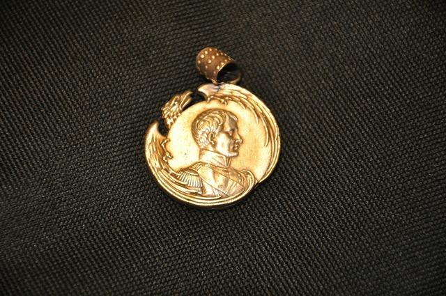 Medallion silver napoleon.