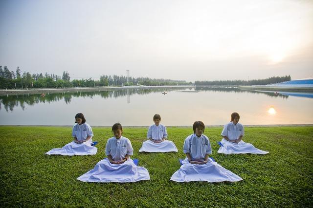 Meditation girls buddhists, education.
