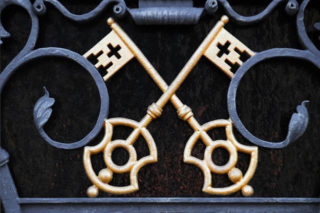 Metal gate key gold.