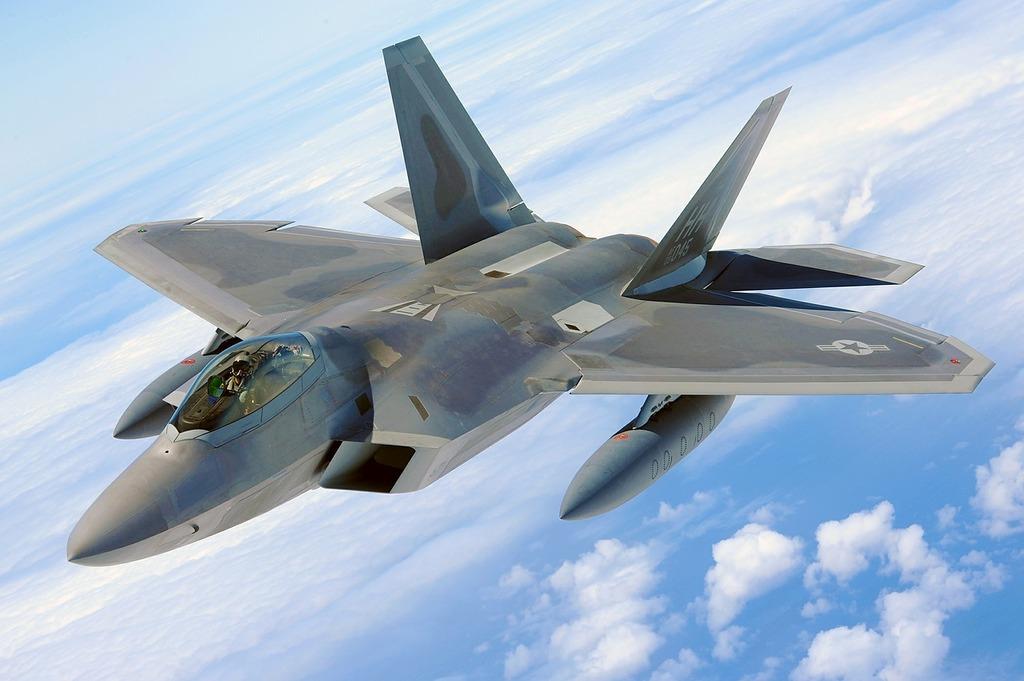Military raptor jet f-22.