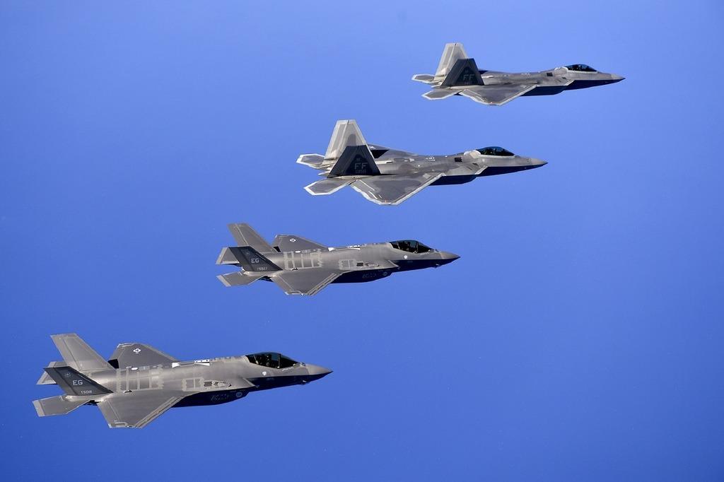 Military raptors jets f-22.