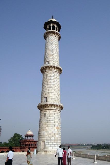 Minaret taj mahal yamuna river.