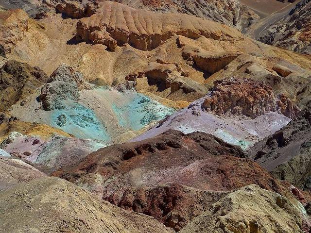 Minerals death valley color.