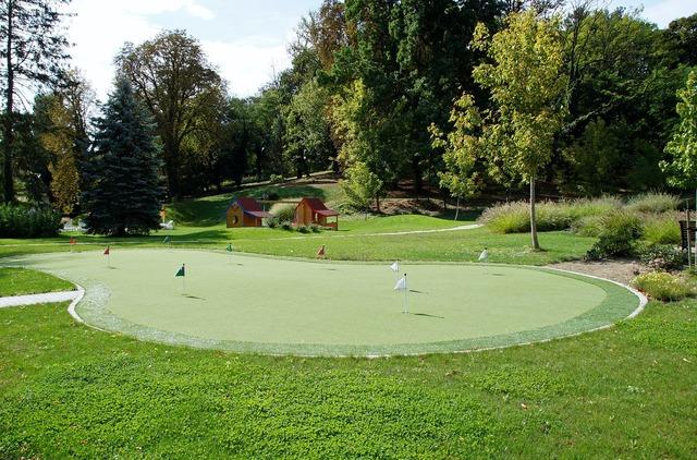 Miniature golf field sport, sports.
