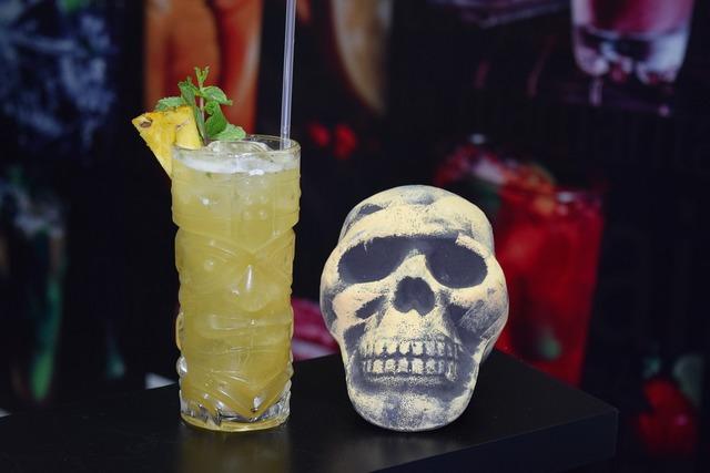 Mixology waiter alcohol, food drink.