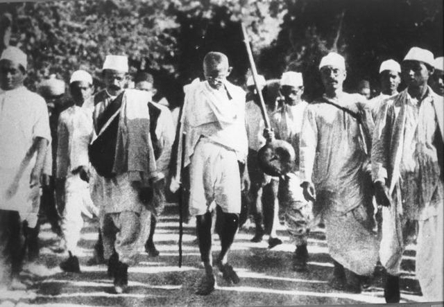 Mohandas karamchand gandhi peace movement 1930.