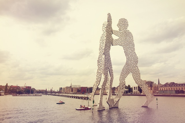 Molecule man spree river.
