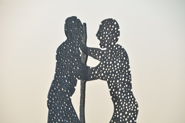 Molecule men sculpture modern art.