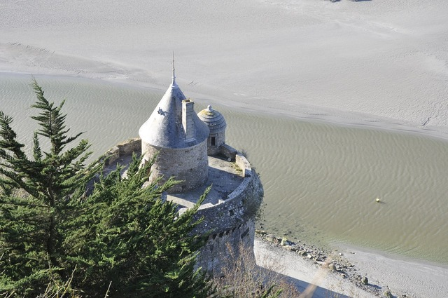 Mont saint michel fortification pierre, architecture buildings.
